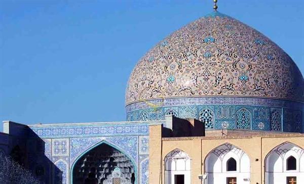 حفاظت علمی از گنبد مسجد شیخ لطف الله در برابر نفوذ آب باران در حین اجرای عملیات مرمت