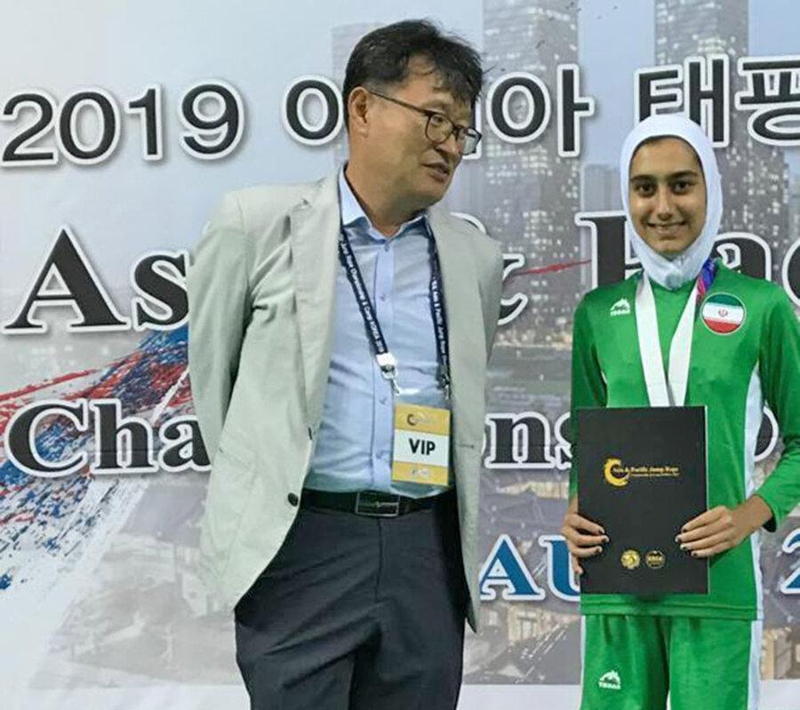 کسب مدال نقره طناب زنی در مسابقات آسیا ، اقیانوسیه توسط دختر ایرانی