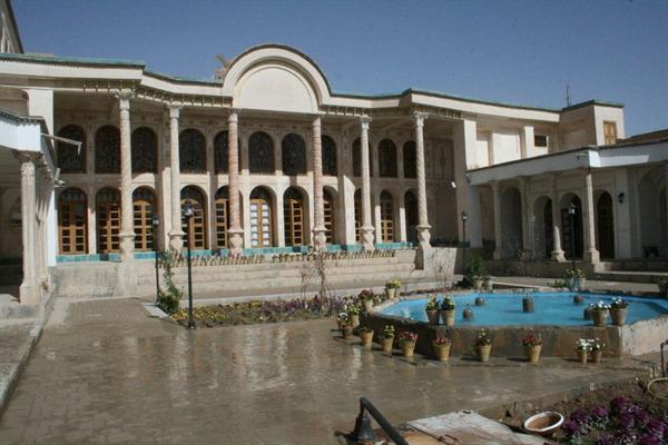 آغاز مرمت پشت بامهای خانه تاریخی سرتیپ سدهی خمینی شهر در استان اصفهان