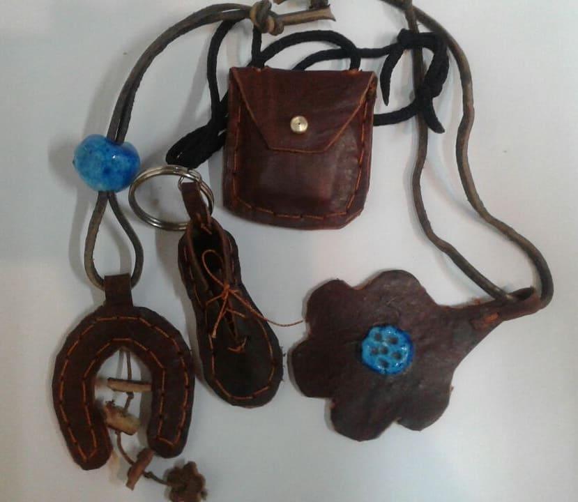 درد دل و گلایه های یک هنرمند صنایع دستی، وضعیت هنرمندان سراجی سنتی چرم چگونه است؟