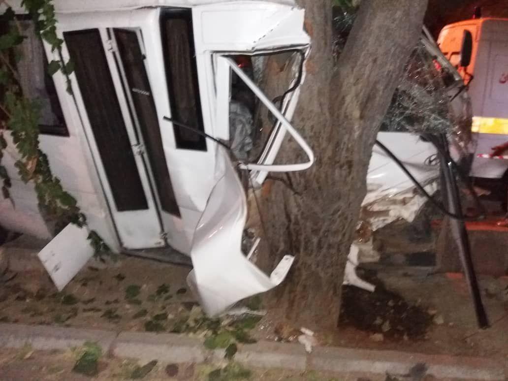 تصادف یک دستگاه مینی بوس با درخت در تهرانپارس 10 مصدوم برجای گذاشت