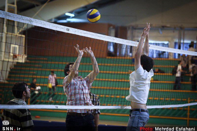 تجهیزات ورزشی دانشگاه بیرجند هر روز در اختیار دانشجویان است