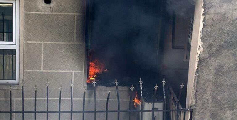 مادر و دو فرزندش از آتش سوزی ساختمان پنج طبقه جان به در بردند