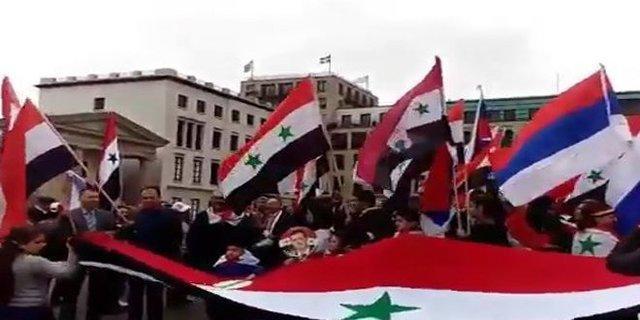 تظاهرات سوری های ساکن اروپا در محکومیت حمله آمریکا به دیرالزور