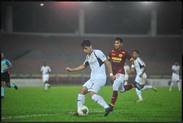 زنیدپور: رابطه حرف اول را در فوتبال ایران می زند، در مالزی از فوتبال لذت می برم