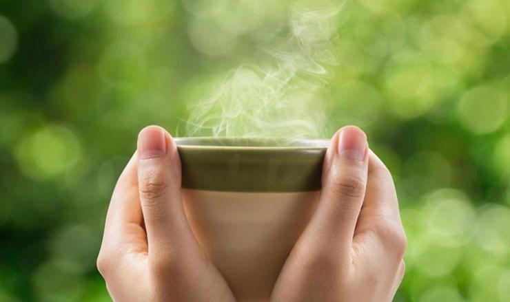 مصرف نوشیدنی های گرم از بدن در برابر کرونا محافظت می نماید؟