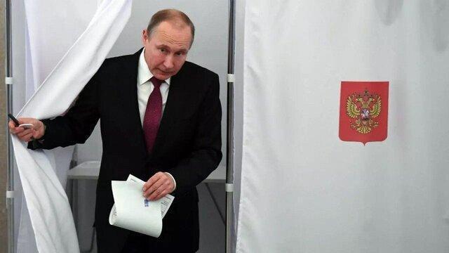 پوتین اهتزاز پرچم همجنس گرایان بر فراز سفارت آمریکا را مسخره کرد