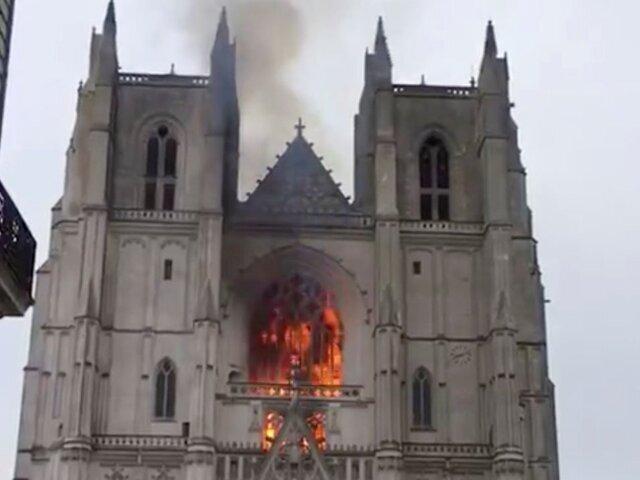 آتش سوزی در کلیسای 500 ساله شهر نانت فرانسه