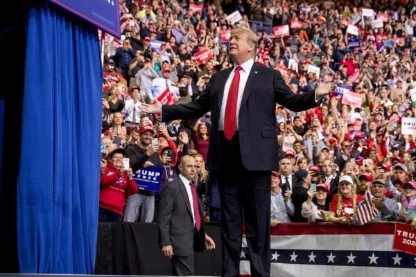 حضور ترامپ در مراسم اهدای حق شهروندی به مهاجرین