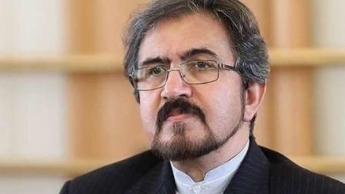 خبرنگاران سفیر ایران در فرانسه به قربانیان حادثه تروریستی کابل ادای احترام کرد