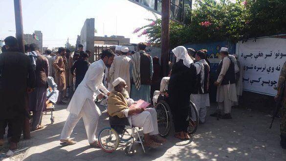 خبرنگاران ازدحام در برابر کنسولگری پاکستان در افغانستان 15 کشته داشت