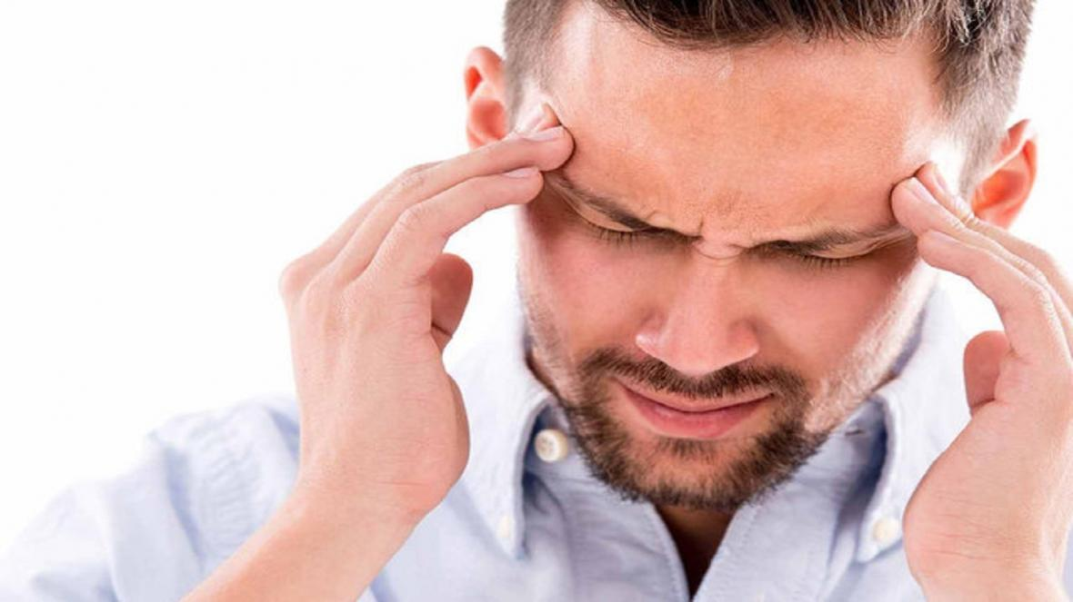 اگر به سردرد میگرنی مبتلا هستید این خوراکی&zwnjها را نخورید