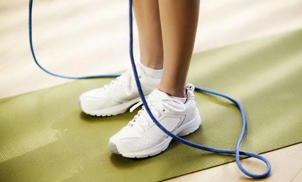 طناب زدن برای لاغری؛ آموزش و برنامه تمرینی