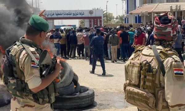 معترضان عراقی در اعتراض به قراردادهای شغلی نهادهای دولتی را بستند