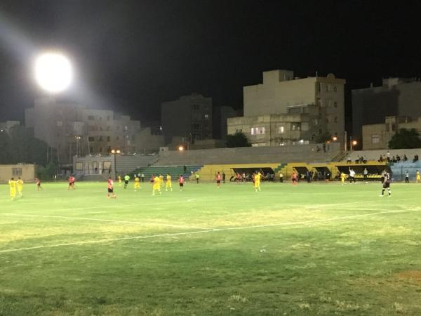 خبرنگاران سرمربی خوشه طلایی: برای ملاقات با سپاهان در جام حذفی برنامه خاصی داریم