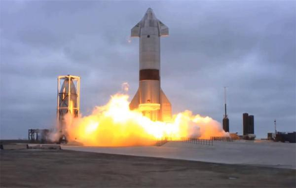 موشک غول پیکر استارشیپ اسپیس ایکس برای نخستین بار با موفقیت فرود آمد